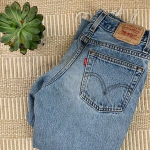 Adorable cropped Levi's